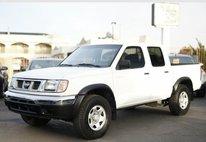 2000 Nissan Frontier XE Crew Cab